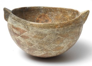 Incised bowl with pointed lugs